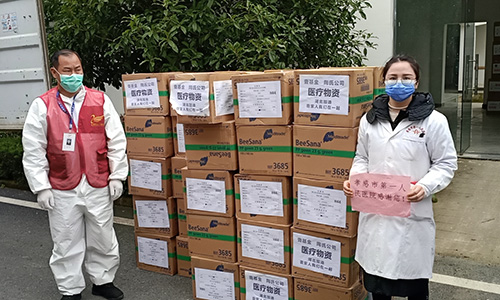 Medical supplies are unloaded in Hubei